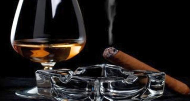 Почему человек курит или пьет?