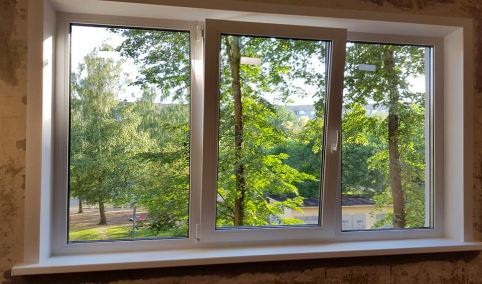 окна пластиковые или деревянные