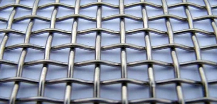 Какие компании специализируются на изготовлении нержавеющей сетки и оцинкованной проволоки?