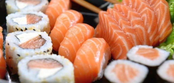 Где можно заказать пиццу и суши киев с доставкой и полезно ли это для здоровья?